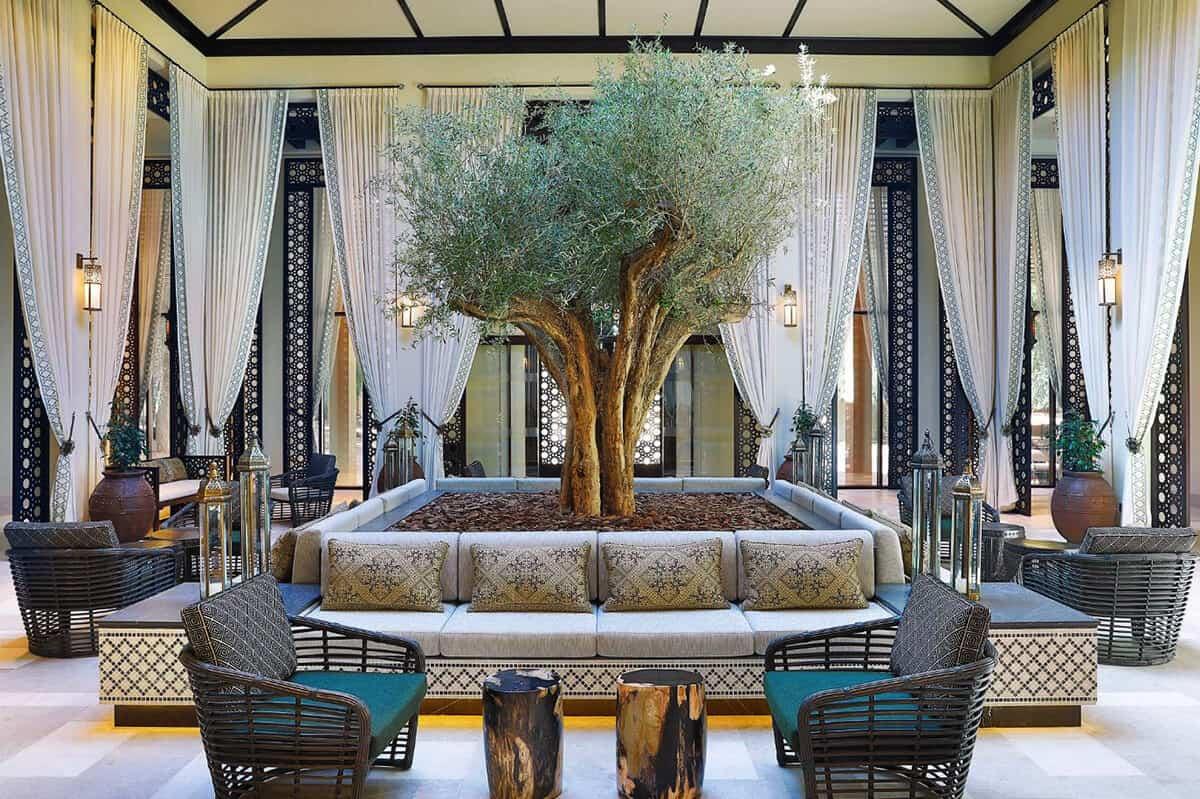 Courtyard Daytime_Lobby
